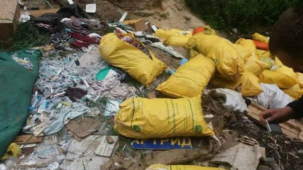 Влесу под Киевом отыскали свалку медицинских отходов